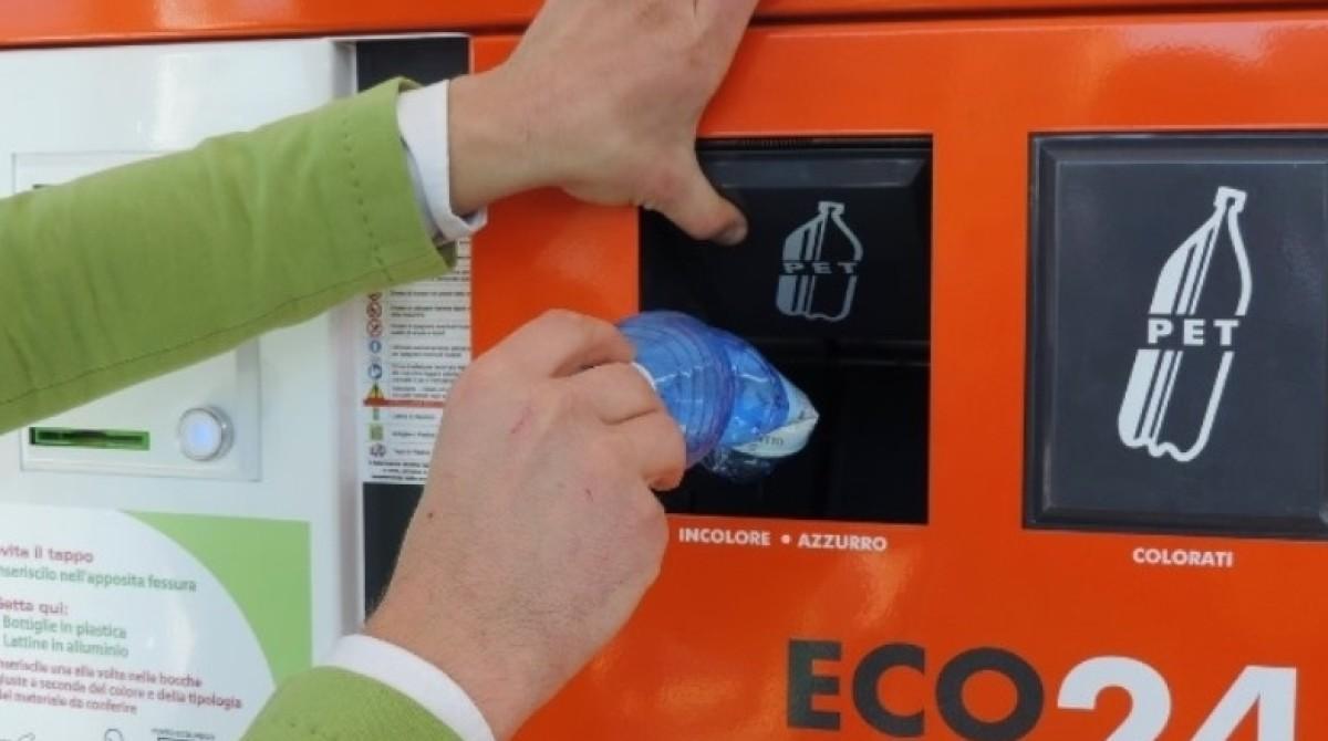 Eco compattatori. Macchine mangia-rifiuti a Pomezia