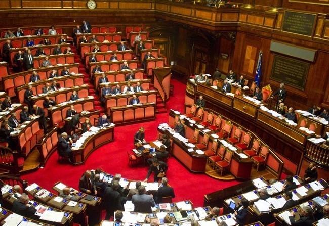 Palazzo madama le sedie rosse del senato senzabarcode for Camera del senato