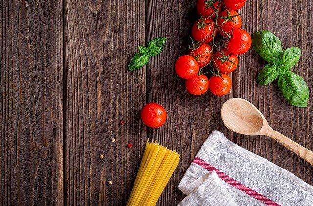 Gli italiani sono amanti del buon vino, del cibo e in molti amano stare in cucina e preparare ricette della tradizione enogastronomica del nostro Paese.